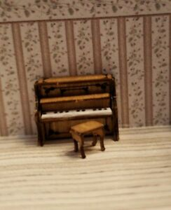 1:144 Scale Miniature Upright Piano with stool and opening and Closing fallboard