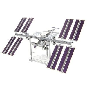 Fascinations ICONX INTERNATIONAL SPACE STATION (ISS) 3D Metal Earth Model Kit