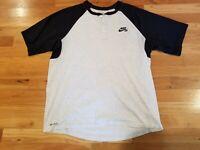 Mens Nike SB Henley Short Sleeve Shirt Grey black Size Large