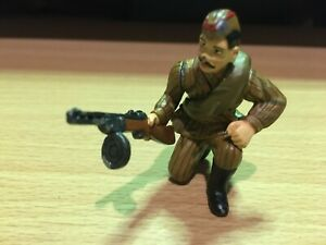 KING AND COUNTRY RUSSIAN SOLDIER # 1 - ORIGINAL 1999 ISSUE 1/30 SCALE