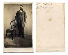 CDV Homme debout main posée sur dossier d'une chaise  Réf 41