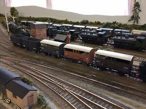 Kitbuilt 5 x OO Gauge Wagons. 3 x Cattle Trucks, 2 x Provender Wagons. All Made