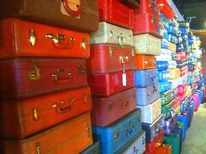VINTAGE ANTIQUE TWEED LEATHER ROUND LADY BALTIMORE MAKEUP TRAIN SUITCASE LUGGAGE