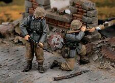 """Verlinden 1/35 """"Tank Busters"""" German Panzerknacker Team WWII (2 Figures) 1496"""