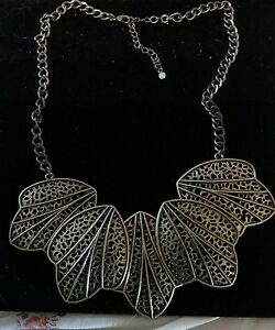 Avon MARK Show Your Metal Necklace NEW IN BOX  Beautiful Necklace