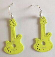 Boucles d'oreilles argentées guitare en bois jaune