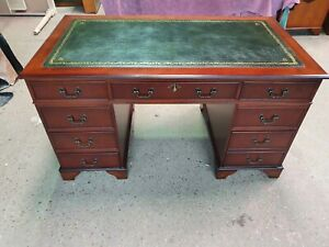 STUNNINGLY RESTORED ANTIQUE STYLE CHERRY REPRODUCTION PEDESTAL DESK