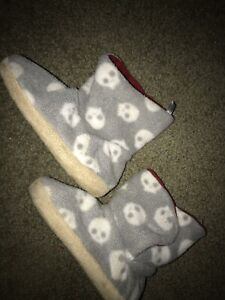 Toddler Unisex Old Navy Gray Bootie Slippers, Size Small (7-8) Boots Skulls