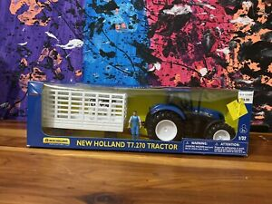 New Holland Tractor T7 .270 Toy Set