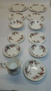 TO SELL --  BARGAIN -- ROYAL ALBERT DINNER SET --- THE LAVENDER ROSE COLLECTION