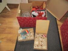 Große Kiste mit Weinachtsdeko Christbaumkugeln Christbaumschmuck Weihnachten