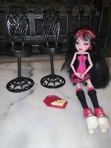 Monster High DRACULAURA Die-ner Doll Pink Black Green Eyeshadow Exclusive