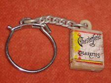 Porte-clé Keychain Cigarettes CHESTERFIELD Mini format 1,5 x1,3 cm support Jaune