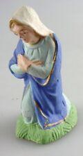 santon: marque à identifier: Marie à genoux. 6,5 cms matière genre biscuit?