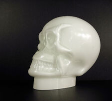 Crâne humain ancien en opaline, verre opalescent antique glass human skull