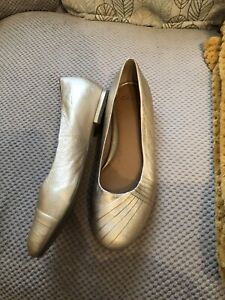 Clarks Leather Gold Shoes Size 7 41