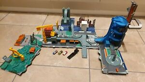 Micro Machines - Super Stunt City Tanker Playset & Cars