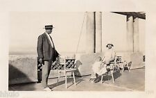 BK578 Carte Photo vintage card RPPC couple mode fashion assis debout chapeau