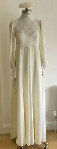 VINTAGE 1978 Ossie Style Moss Crepe Wedding Dress, Size 3, Juliet Cap & Veil