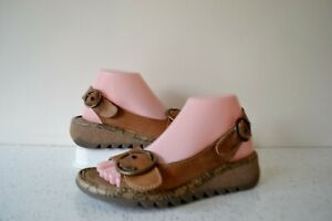 FLY,LONDON TRAM CAMEL LEATHER/LEATHER LINED LOW WEDGE LARGE BUCKLE SANDALS UK 5