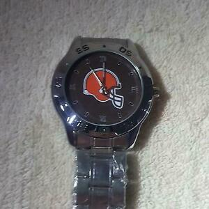 NFL (CLEVELAND BROWNS) NEW CUSTOM CASUAL STAINLESS STEEL QUARTZ WRIST WATCH