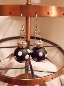 Ohrring Weihnachtsbaumkugel Schwarz große weiße Punkte Kugel ca 1,8 cm Glas