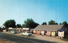 BRANSON, MO  Missouri    RANTZ'S GIFT SHOP   Roadside   Cars    c1950's Postcard