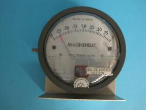 """DWYER 2002 MAGNEHELIC DIFFERENTIAL PRESSURE GAUGE 0-2"""" RANGE 15 Psig WITH MOUNT"""