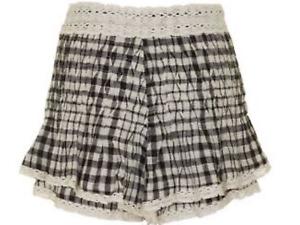 FREE PEOPLE Tessa Lace Trim Ruffled Shorts, Black & White Size US 4/ AUST 8 NWOT