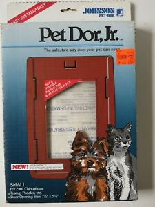 Vintage JOHNSON PET DOR, JR- Small Pet Door for Cats, Chihuahua, Etc. New in Box