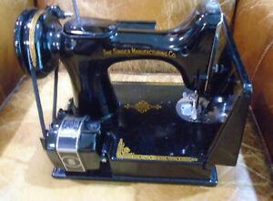 Singer Featherweight 221-1 Sewing Machine Black - 1947