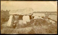 Bretagne. Morbihan. Dolmen  .  photo de 1918