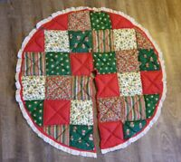 """Gorgeous Vintage Handmade Quilted 40"""" Christmas Tree Skirt W/Lace"""