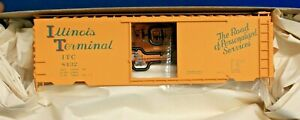 HO Scale - ACCURAIL 3407.1 ILLINOIS TERMINAL 40' PS-1 Steel Boxcar # 8432 - KIT