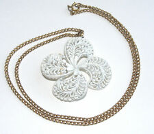 "Beautiful Vintage LISNER White Enameled Fan Flower & Gold Tone 25"" Necklace F5"