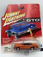 Johnny Lightning 1965 International 1200 champagne mist Loose 1:64 Scale