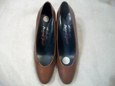 MARGARET JERROLD,Spain Ladies Sz 8 AA BROWN Leather Pumps High Heels Free Ship
