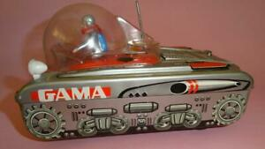 VTG GAMA SPACE TANK XY-101 w ASTRONAUTS & DOME TIN BATTERY OP. TOY GERMANY 1970s