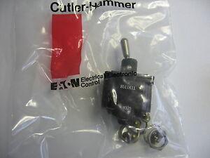 Cutler Hammer 8511K11 Momentary Toggle Switch DPST, AC/DC Caterpillar 8T-9637