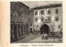 Stampa antica FABRIANO minuscola veduta della piazza Ancona 1905 Old print