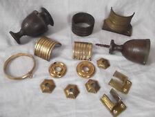 Ancien lot d'accessoires pour rideaux en laiton et bronze