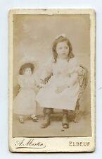 CDV. ELBEUF . A. MARTIN . Fillette avec sa Poupée . Little girl and her doll