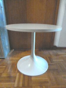 Tisch Beistelltisch rund weiß Tulpenfuß Seventies vintage Space Design 1970er