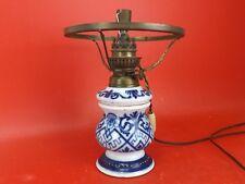 Lampe à Pétrole du XIXe siècle en Porcelaine de BAYEUX, Valentine. Electrifiée