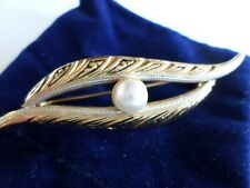 New listing Vintage style brooch Gold tone metal with faux pearl in blue velour bag