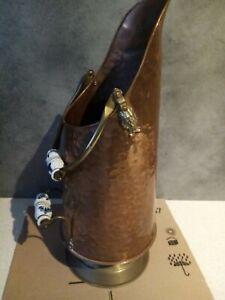 Seau à charbon porte parapluie en cuivre martelé poignée porcelaine