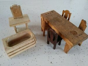Vintage wooden🤩doll house furniture lot 8 pc dining/ bathroom Lot.          $$