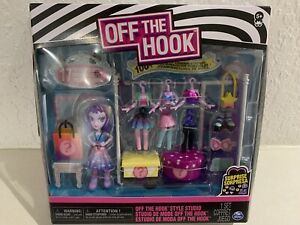 Off the Hook Style Studio With Surprise 17 Pieces Toy Wardrobe Fashion