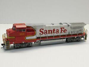 HO Scale - Walthers - Santa Fe Dash 8-40BW Diesel Locomotive Train #553
