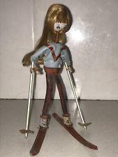 Inhabituel Vintage Années 60 Cuir Réal cheveux SKI SKIIING rétro art populaire poupée